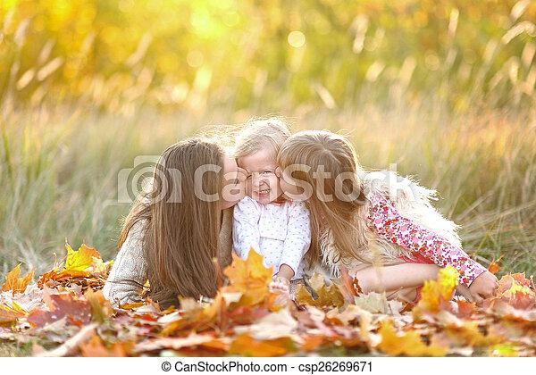 beau, automne, portrait famille - csp26269671