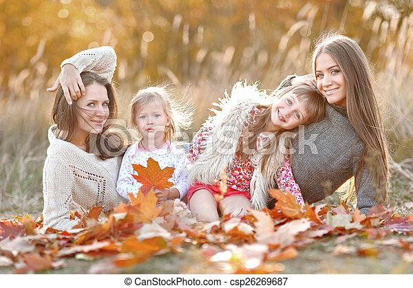 beau, automne, portrait famille - csp26269687