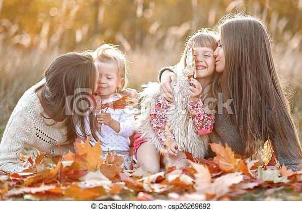 beau, automne, portrait famille - csp26269692