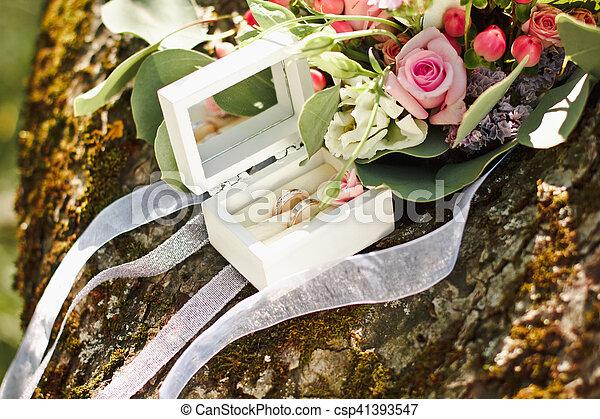 Beau Bouquet Anneaux Arbre Mariage Fleurs Original Mensonge