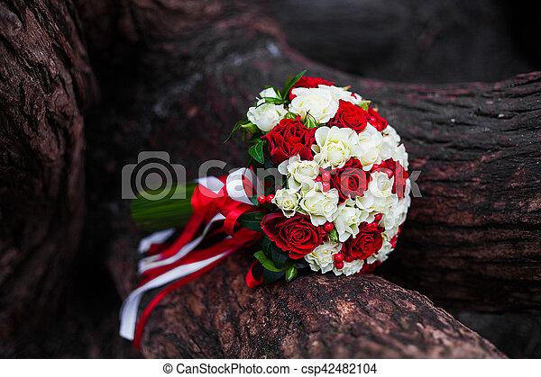 Beau Bouquet Arbre Roses Mariage Blanc Rouge