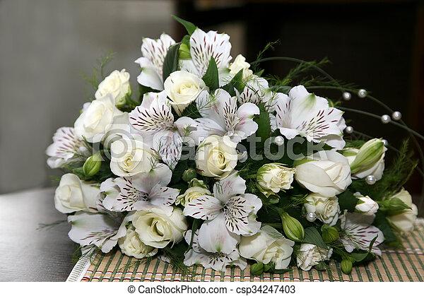 Beau Bouquet Fleurs Blanches Mariage
