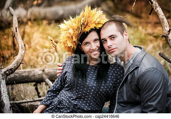 beau, couple, jeune, automne, park., aimer - csp24416646