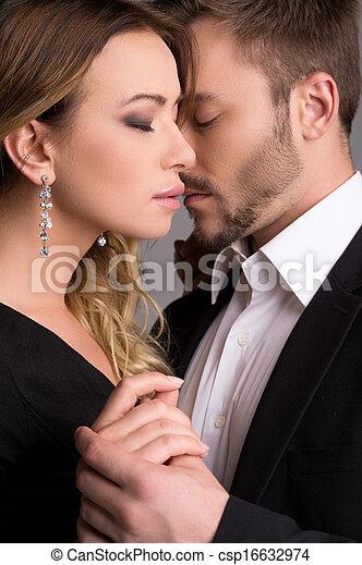 beau, debout, garder, couple, couple., jeune, autre, usure, fermé, chaque, fin, aimer, yeux, formel - csp16632974