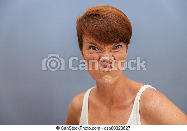 beau, emotions:, femme, surprise, excitation, jeune, prévoit, peur, joie, honte, colère, tristesse - csp60323827