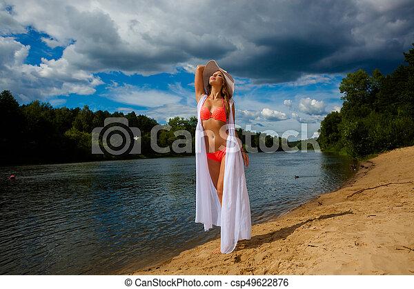beau, extérieur, maillot de bain, rivage, plage., poser, portrait, amusement, sun., girl, bronzé, avoir - csp49622876