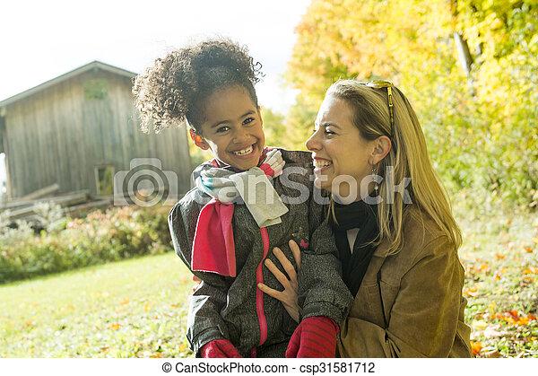 beau, famille, avoir, automne, amusement, jour, heureux - csp31581712