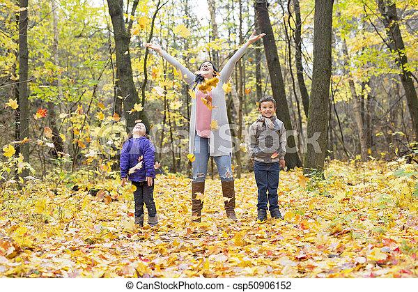 beau, famille, avoir, automne, amusement, jour, heureux - csp50906152