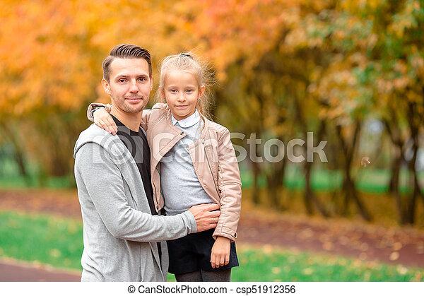 beau, famille, avoir, automne, amusement, jour, heureux - csp51912356