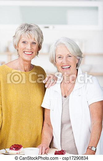 beau, femmes aînées, sourire, deux - csp17290834