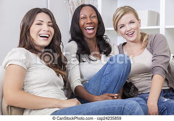 beau, groupe, trois, interracial, rire, amis, femmes - csp24235859