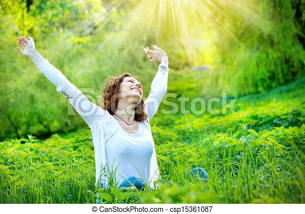 beau, jouir de, femme, nature, jeune, outdoors. - csp15361087