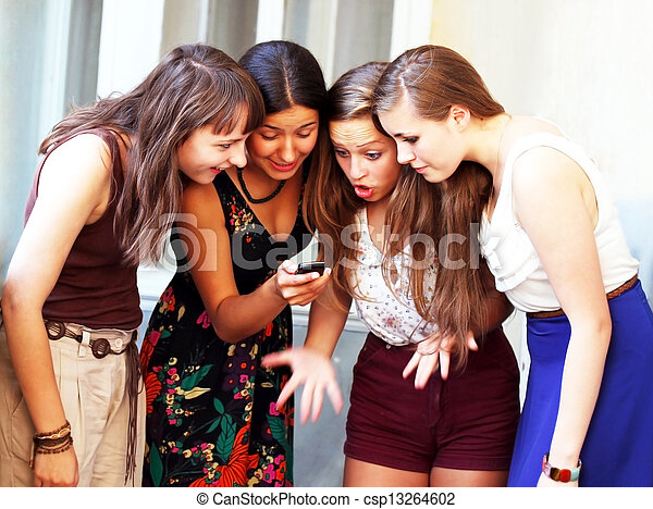 beau, mobile, filles, regarder, téléphone, étudiant, message - csp13264602