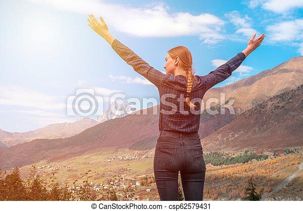 beau, montagnes, élevé, relâcher, bras, quoique, ushba, voyager, svaneti, montagne, girl - csp62579431