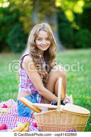 beau, parc, girl, pique-nique - csp41432860