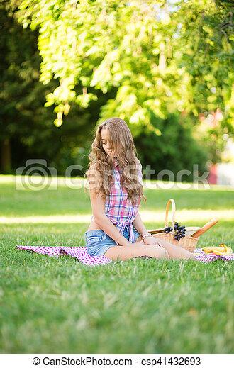 beau, parc, girl, pique-nique - csp41432693