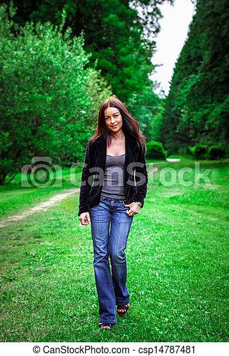 beau, portrait, femme, parc, jeune - csp14787481