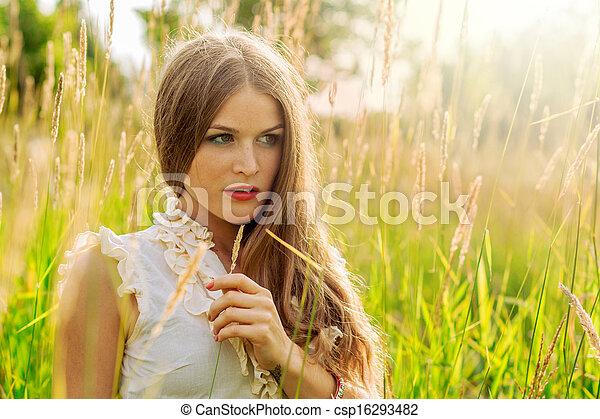 beau, portrait, femme, parc, jeune - csp16293482