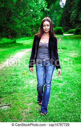 beau, portrait, femme, parc, jeune - csp14787729