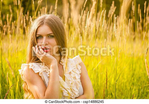 beau, portrait, femme, parc, jeune - csp14886245