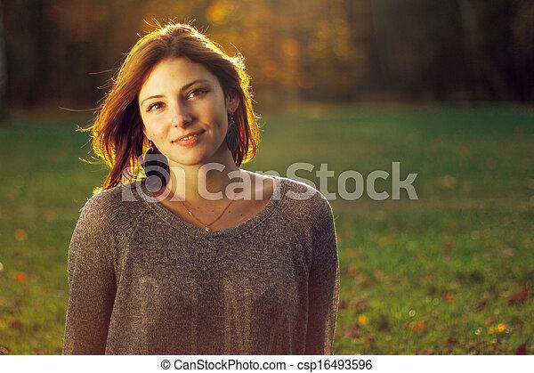 beau, portrait, femme souriante, jeune - csp16493596