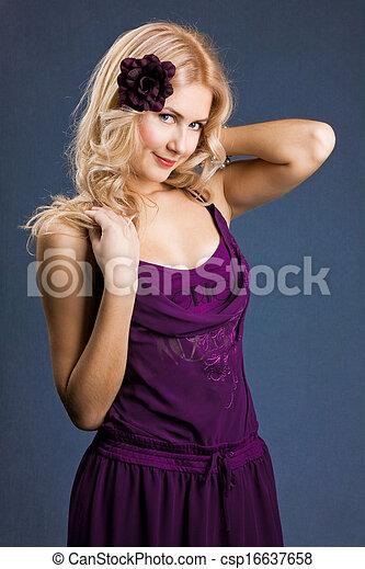 beau, pourpre, jeune, blond, robe, girl - csp16637658