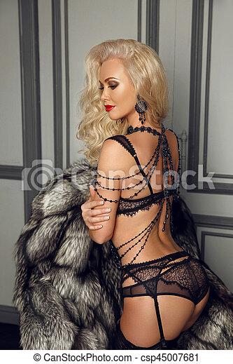 56cdf332769ab0 beau, séduisant, femme, fourrure, jewelry., manteau, moderne, jeune,  épaule, charme, lingerie, poser, luxe, blonds, interior., collier, noir,  sexy, ...
