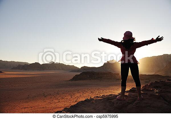 beau, scène, liberté, girl, désert, coucher soleil - csp5975995