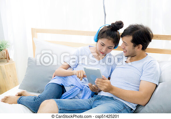 Beau Tablette Seance Amour Couple Jeune Lit Lit Dater