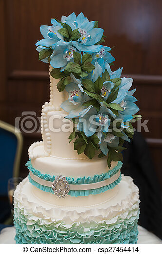 Beau Turquoise Sommet Three Tiered Gâteau Mariage Fleurs