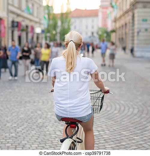 beau, ville, femme, centre, vélo, blonds, équitation, caucasien - csp39791738