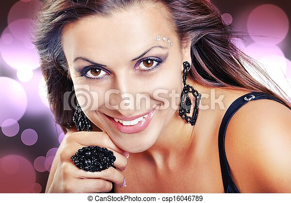 Beautiful Brunette Girl. Fashion Model Girl Portrait. Black Jewe - csp16046789