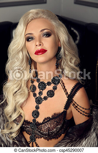 32b432faaa7 Beautiful fashion gorgeous woman portrait. sexy elegant lady. makeup,  expensive jewelry set, blonde with long healthy wavy hair posing in elegant  fur coat ...