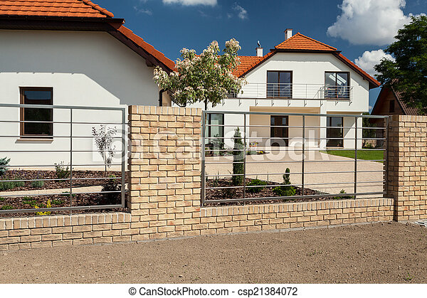 Beautiful House With Modern Fence View Of Beautiful House With