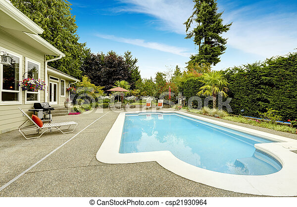 Beautiful house with swimming pool. Real estate in Federal Way, - csp21930964