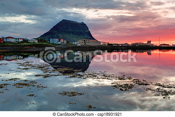 Beautiful Iceland mountain landscape - csp18931921