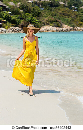 Beautiful lady on the beach. Carefree beautiful fashion blonde girl ... 89cc9e87e007