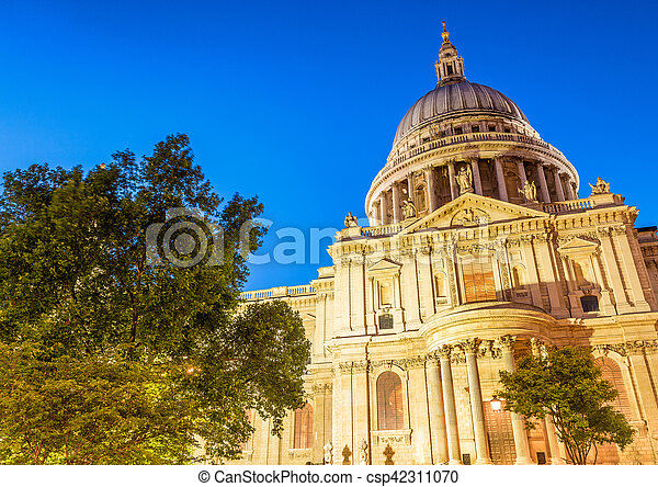 Beautiful night view of St Paul Cathedral, London - csp42311070