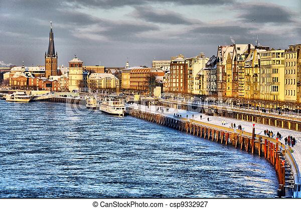Beautiful shore of Rhein river during day in Dusseldorf in winter, Nordrhein-Westfalen, Germany - csp9332927