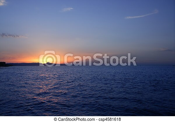 Beautiful sunset sunrise over blue sea ocean red sun sky - csp4581618