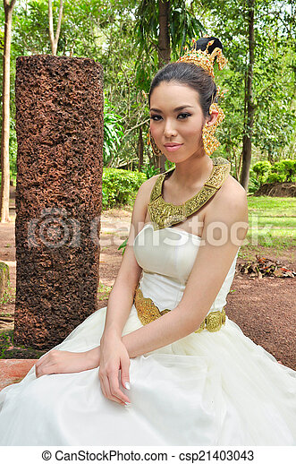 https://cdn.w600.comps.canstockphoto.com/beautiful-woman-in-thai-traditional-stock-photo_csp21403043.jpg