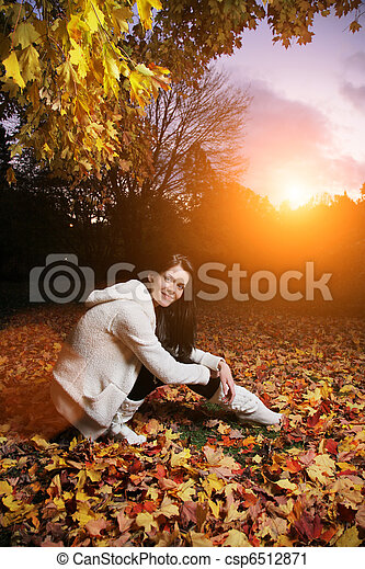 Beautiful young woman in autumn park. - csp6512871