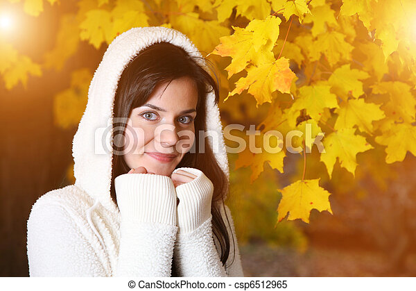 Beautiful young woman in autumn park - csp6512965