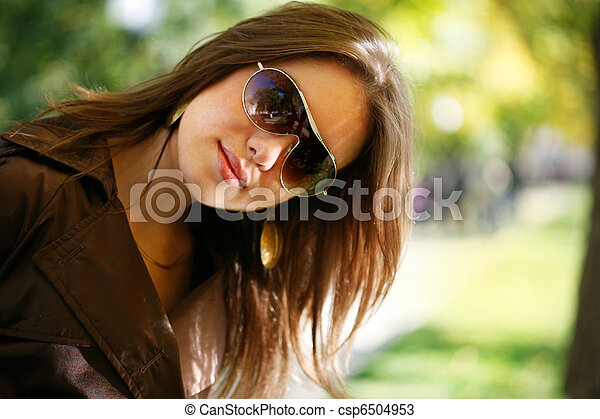 Beautiful young woman in autumn park - csp6504953