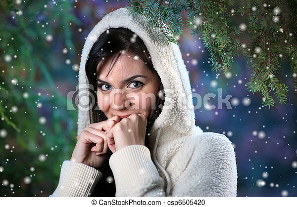 Beautiful young woman in winter forest - csp6505420