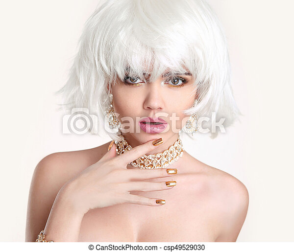 Beauty Blonde. Blond bob hairstyle. Fashion girl model with makeup, short hair, manicured nails - csp49529030
