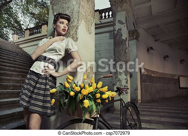 Beauty brunette posing - csp7072979
