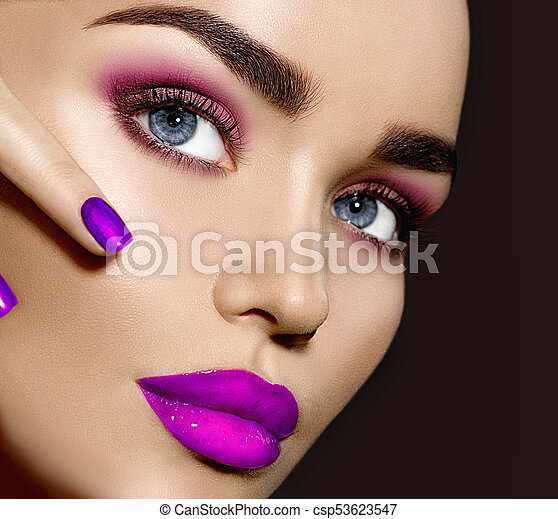 Beauty brunette woman with perfect makeup - csp53623547