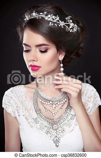 beauty makeup elegant hairstyle brunette girl model