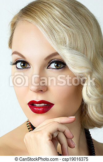 Beauty portrait of young blonde woman with retro style make-up - csp19016375